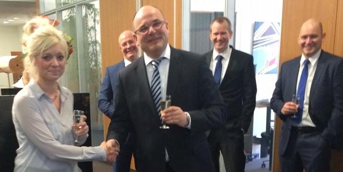 Wir gratulieren Frau Müller zur bestandenen Prüfung zur Fachassistentin Lohn und Gehalt