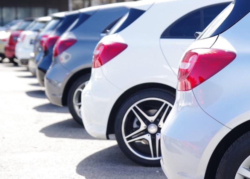 FG Köln: Gewährte Preisvorteile eines Autobauers für Arbeitnehmer von verbundenen Unternehmen beim Pkw-Kauf kein steuerpflichtiger Arbeitslohn