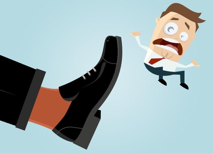 Haftet ein Vorgesetzter persönlich, wenn er seinem Untergebenen in den Hintern tritt?