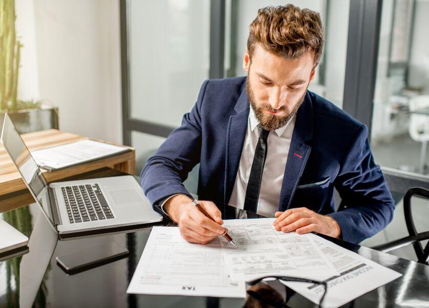 Unentgeltliche Geschäftsführungstätigkeit des Kommanditisten für Komplementär-Gesellschaft einkommensteuerpflichtig