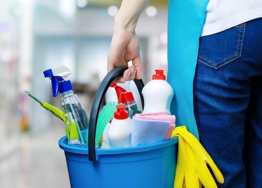 BAG: Keine verlängerte Frist für Kündigung eines/r Hausangestellten